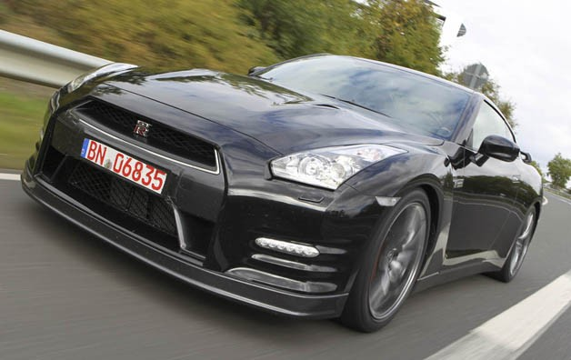 nissan-releases-updated-542hp-gt-r