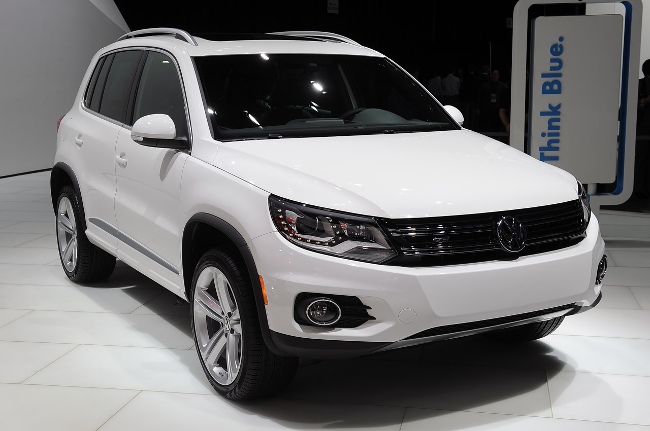 2014 volkswagen tiguan r line detroit 2013 autoblog. Black Bedroom Furniture Sets. Home Design Ideas