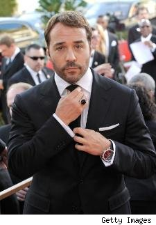 Jeremy Piven adjusts his tie on the red carpet