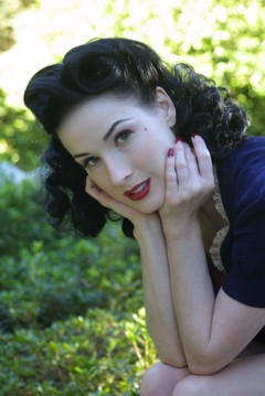 Vintage -- and green -- beauty, Dita Von Teese