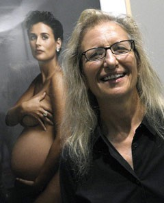 annie leibovitz with nude demi moore portrait