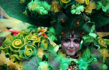 green flower hat fashion show