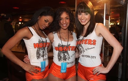 Hooters Restaurant Girls