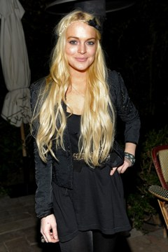 Lindsay Lohan staying on at Emanuel Ungaro.