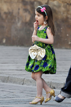 suri cruise floral dress gold purse heels lip gloss headband