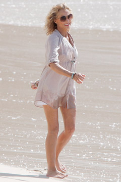 Lauren hutton tunic beach H&M shoot