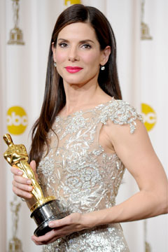 sandra bullock oscars 2010 best actress winnner gold statue