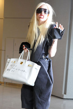 lady gaga hermes bag graffiti
