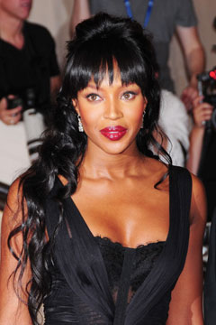 naomi campbell red lips black dress met gala