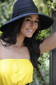 emmanuelle chriqui yellow strapless dress black straw hat ribbon bow
