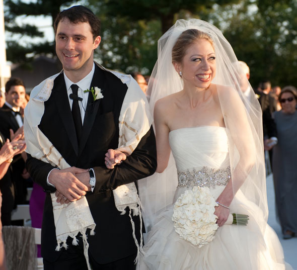 chelsea clinton wedding dress vera wang white strapless gown tulle veil marc mezvinsky ceremony
