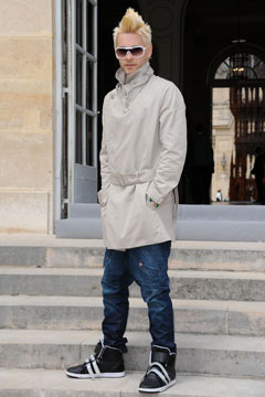 Jared Leto blonde fauxhawk trench jeans white sunglasses sneakers