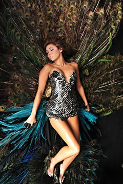 miley cyrus can't be tamed video peacock $25,000 metal corset 