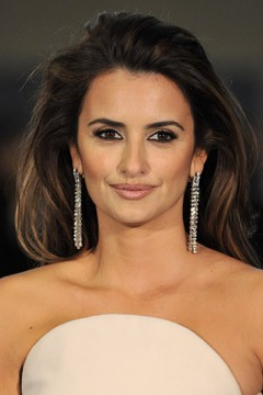 penelope cruz white strapless dress sparkly dangly earrings