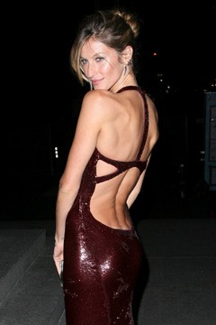 Gisele Bündchen backless burgundy dress