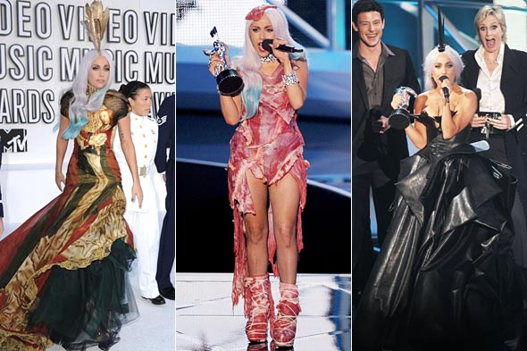 lady gaga mtv vmas 2010 raw meat dress alexander mcqueen dress gray hair blue dipped feather headpiece black leather dress