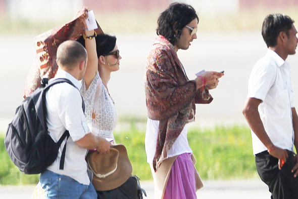 Newlyweds Katy Perry Russel Brand honeymoon Indian clothing