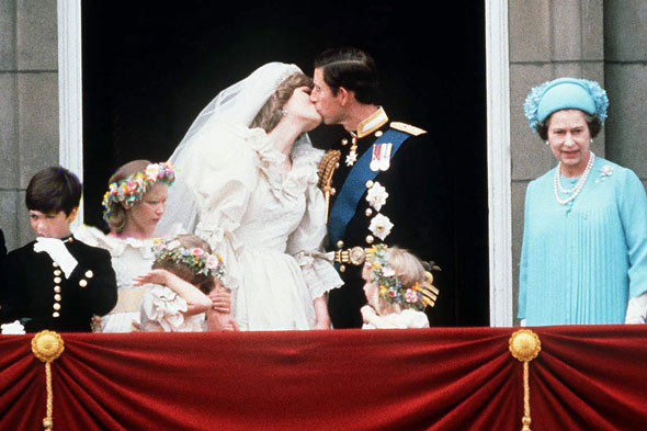 Great royal weddings lady diana spencer and prince charles for Queens wedding balcony