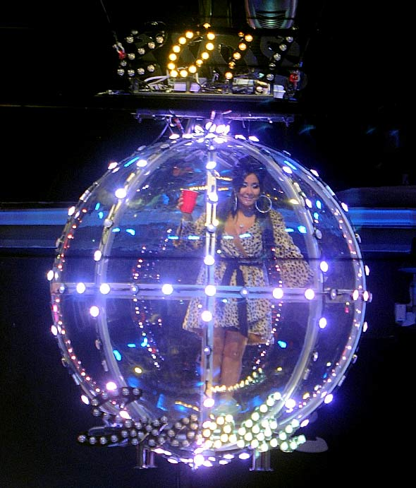 Snooki New Year's Eve Ball Drop With Snooki Style - StyleList