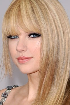 Taylor Swift Makeup on Taylor Swift S Lush Lashes And Heavily Lined Lids  Photo  Jon Kopaloff
