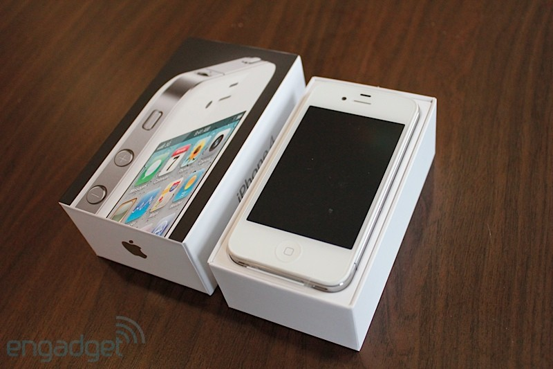 White iPhone 4 in box back