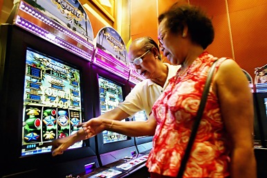 elderly gambling Discover over 2,200 slots, 70 table games, & the biggest poker room in town at hollywood featuring great dining options and live entertainment at h lounge.
