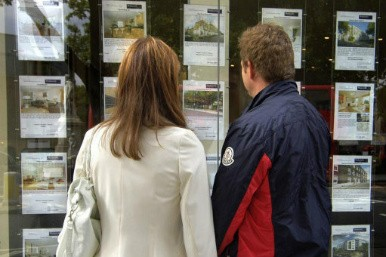 first-time buyers looking at houses