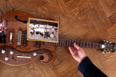 Beatles guitar sells for &Acirc;&pound;269k at auction