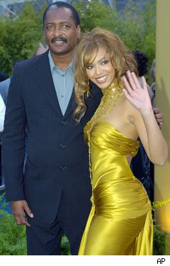 Beyonce y Mathew Knowles - Credit: AP