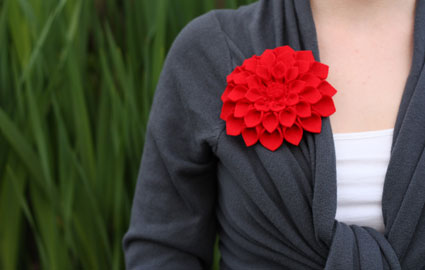 mother&#8217;s day corsage: felt dahlia flower brooch