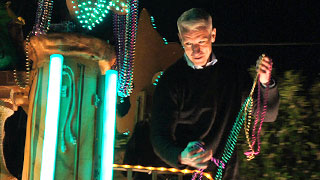 Anderson Cooper, Kelly Ripa Toss Beads at Mardi Gras Parade