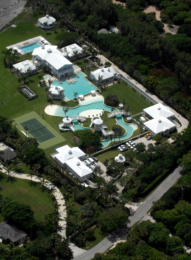 Celine dion shows off her twins and her mansion - Celine dion swimming pool ...