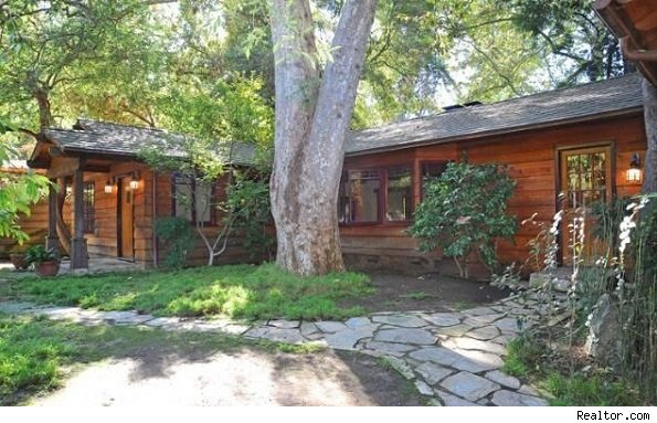 Longtime resident k d lang lists laurel canyon home for Canyon house