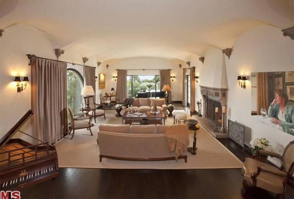 House of the day david hyde pierce 39 s spanish palace for Spanish colonial revival living room