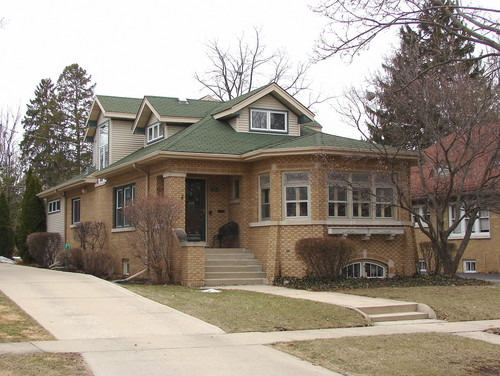 Trib editorial on families leaving chicago oak park for Bungalow house chicago