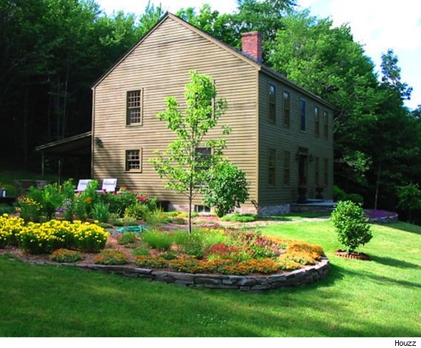 colonial house style spotlight