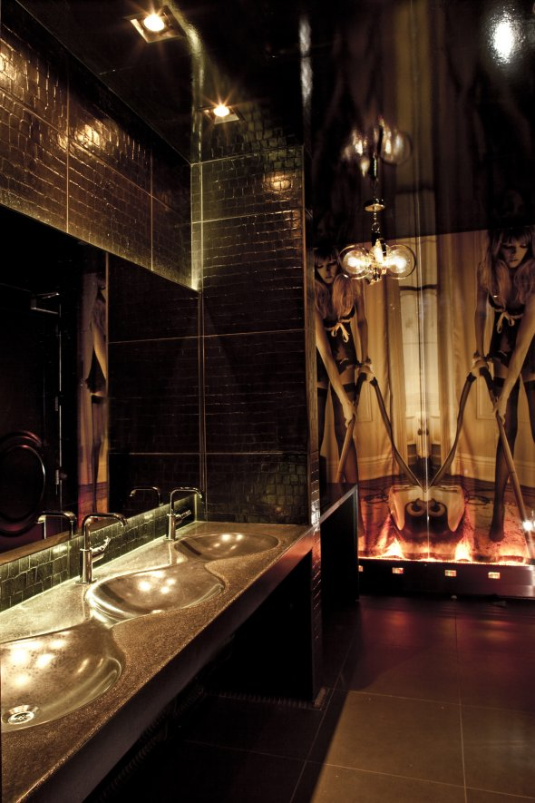 The best public restrooms in america for Best bathrooms in america