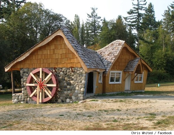 Chris whited 39 s 39 hobbit house 39 on bainbridge island for Building a house in washington state