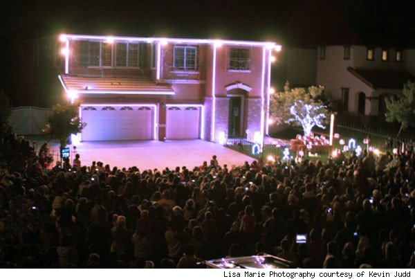 Kevin Judd's 'Party Rock Anthem' house display for Halloween