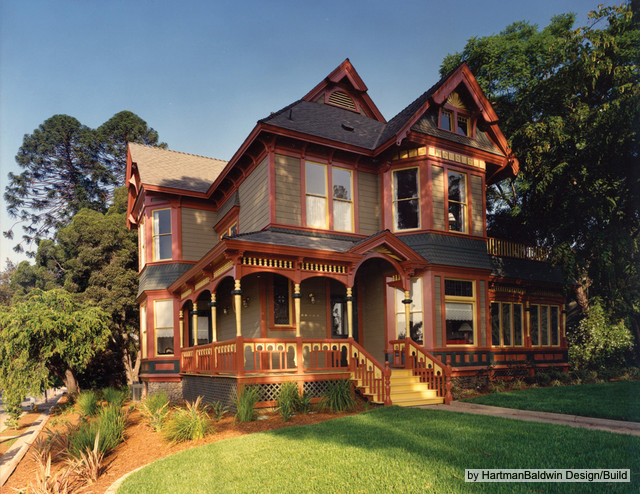 Victorian home style spotlight for Victorian house decor