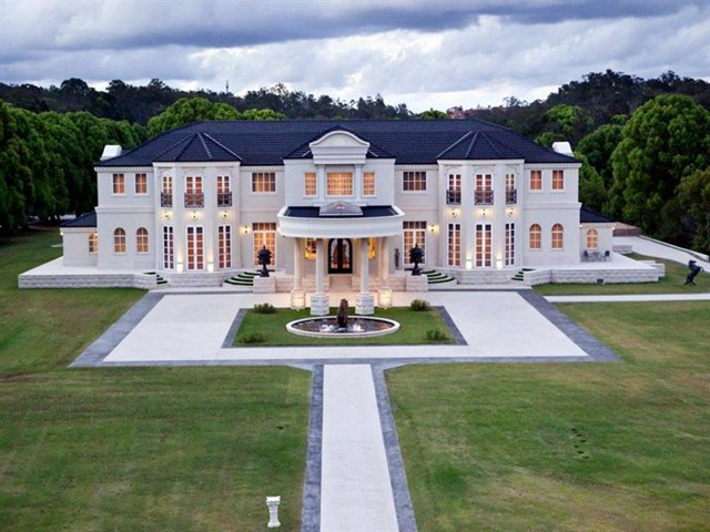 La Villa 39 Australian Mega Mansion Going On The Auction Block