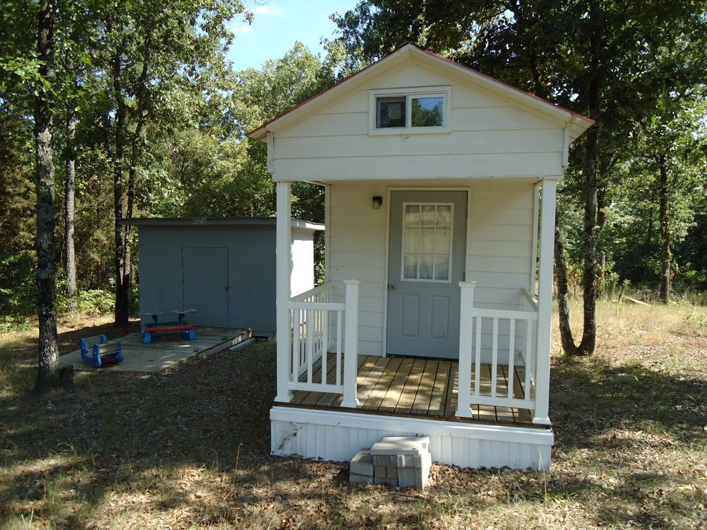 Tiny house for sale in arkansas has everything but room for Home builders arkansas