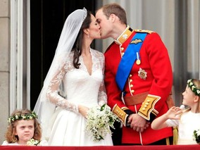 Prince William and Kate Middleton Marry at Westminster, Kiss at the Palace
