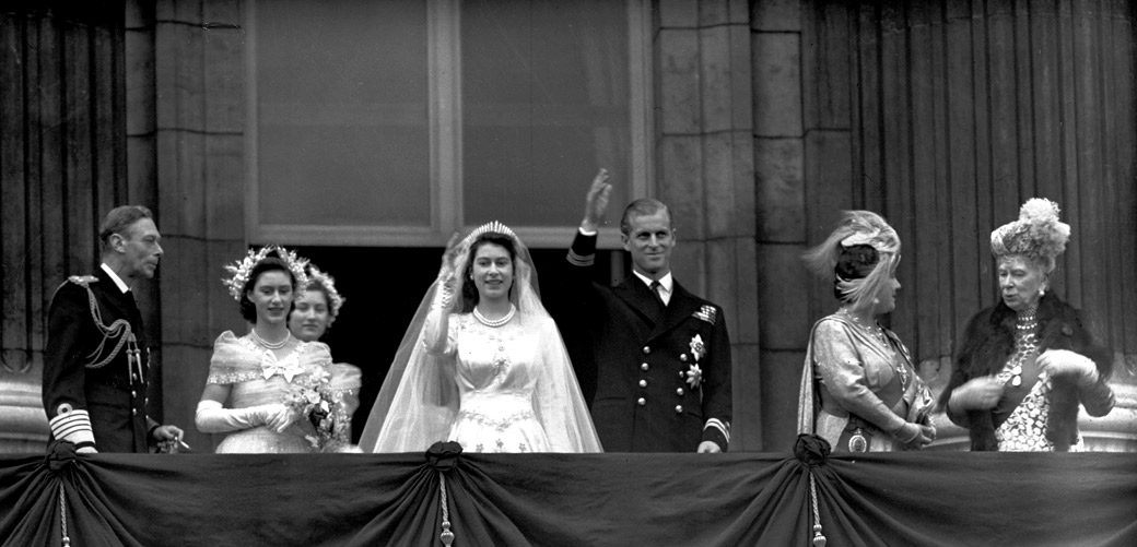Aol royal wedding for Queens wedding balcony