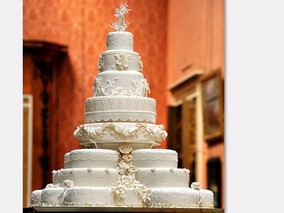 Royal Wedding Cake: 8 Tiers & 900 Flowers [PHOTOS]