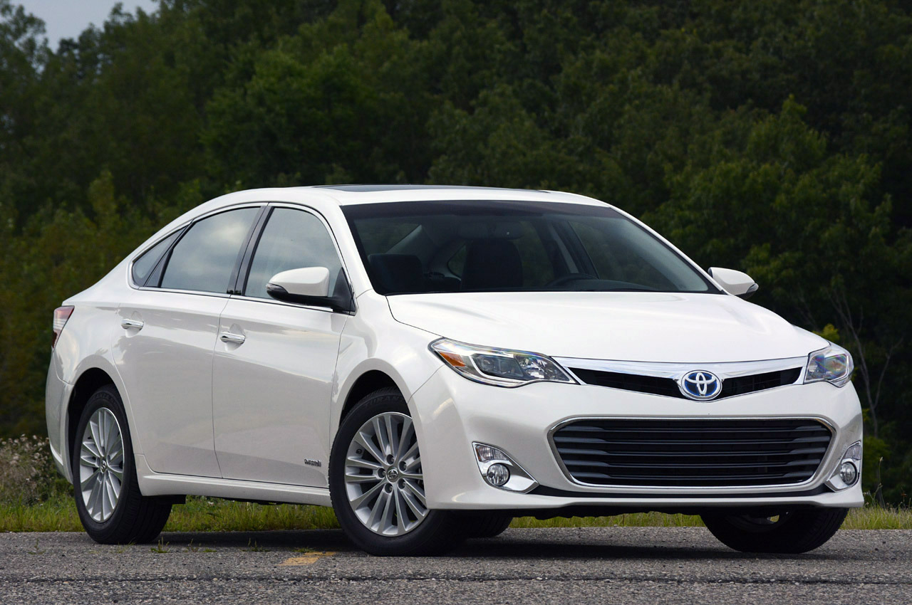 2013 toyota avalon hybrid review photo gallery autoblog. Black Bedroom Furniture Sets. Home Design Ideas