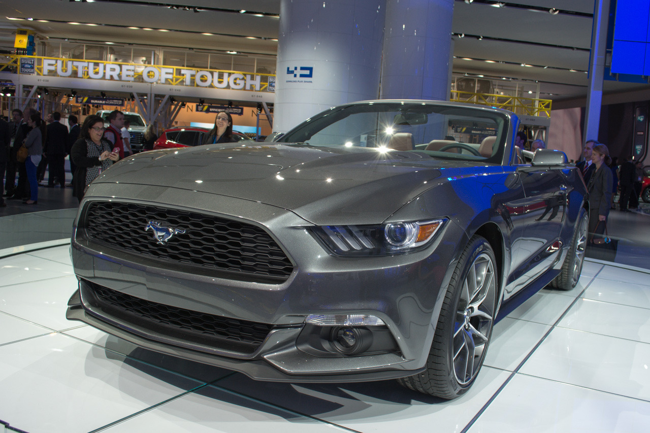 2015 Ford Mustang Convertible Detroit 2014 Photo Gallery Autoblog