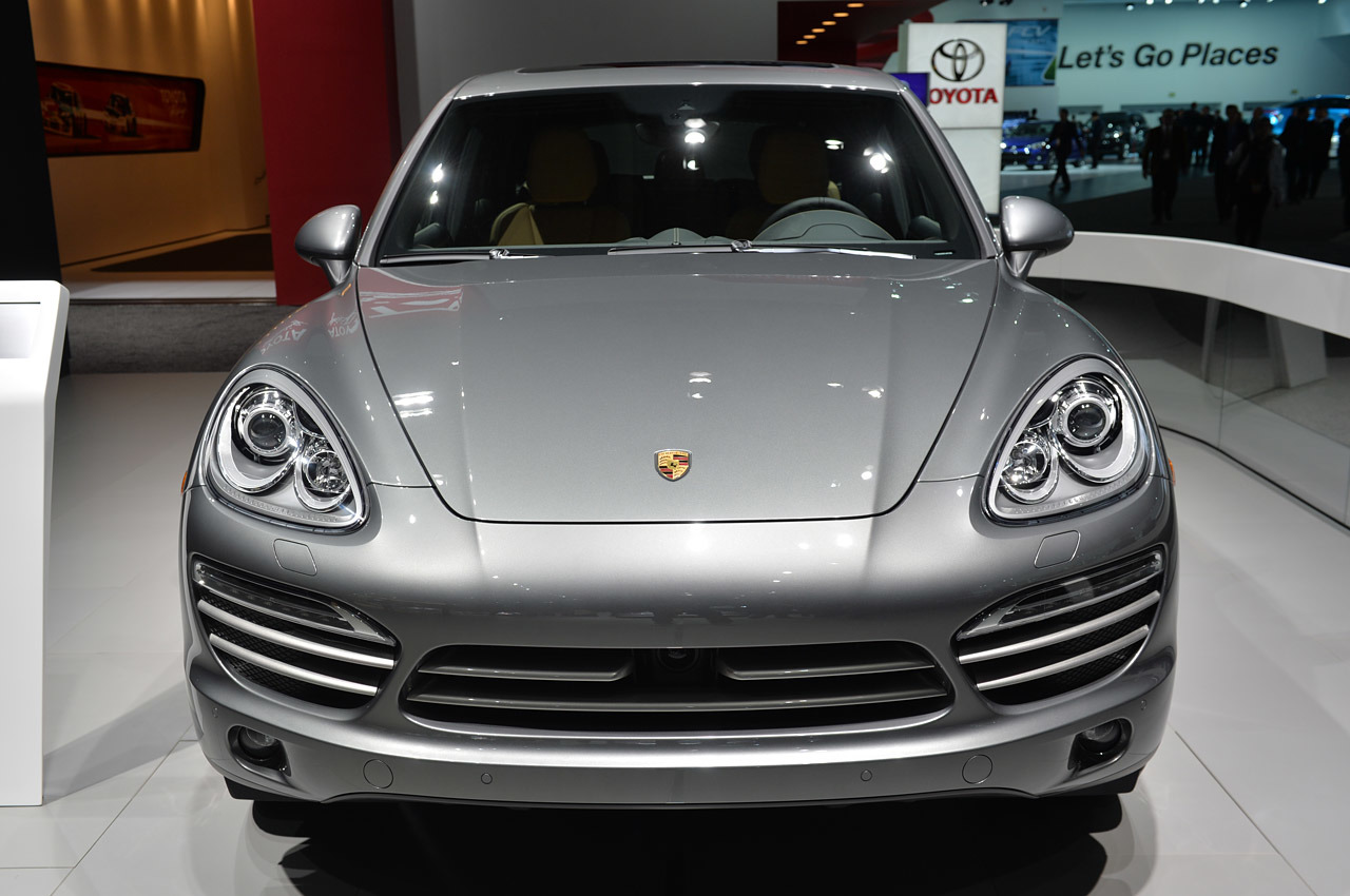 http://www.blogcdn.com/slideshows/images/slides/215/234/6/S2152346/slug/l/05-porsche-cayenne-platinum-detroit-1.jpg
