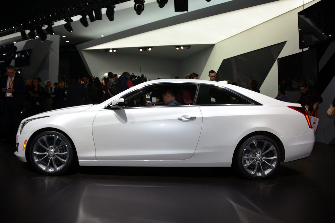 2015 cadillac ats coupe detroit 2014 photo gallery autoblog. Black Bedroom Furniture Sets. Home Design Ideas