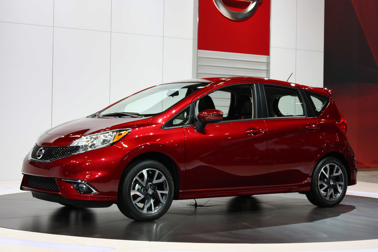 2015 nissan versa note sr chicago 2014 photo gallery autoblog. Black Bedroom Furniture Sets. Home Design Ideas